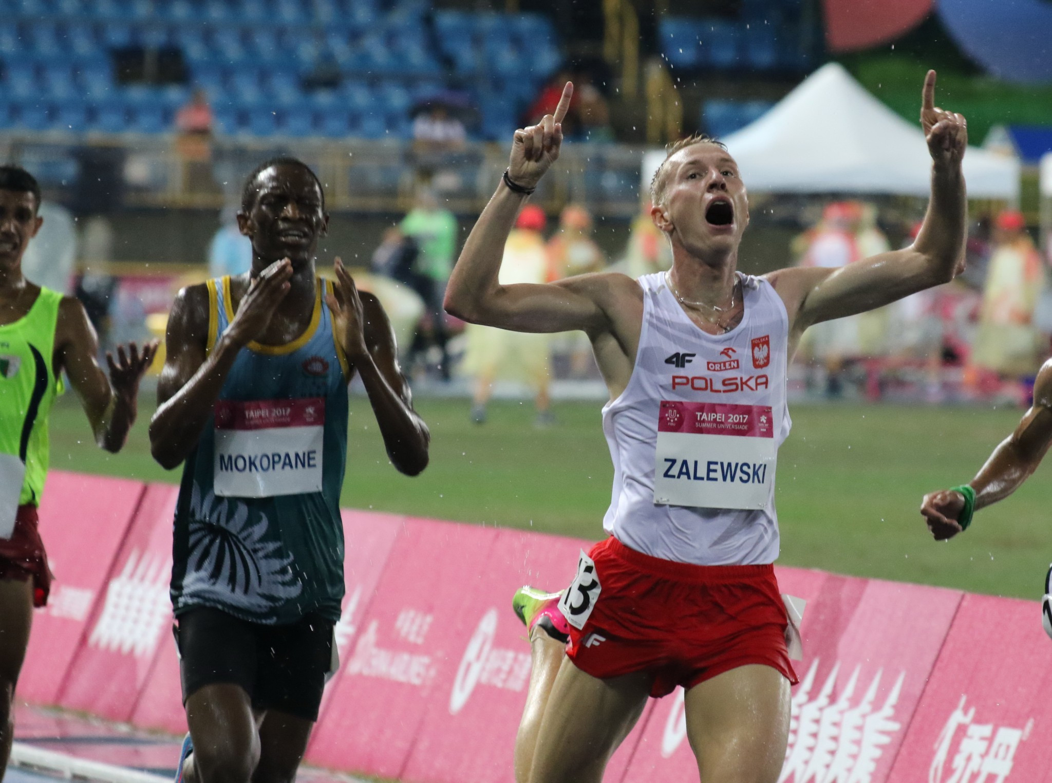 Poland's Krystian Zalewski pipped South Africa's Rantso Alfred Mokopane to men's 3,000m steeplechase gold ©Taipei 2017