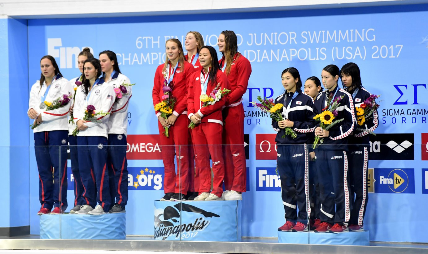 Canada set a world junior record en route to winning the women's 4x100m freestyle event ©FINA