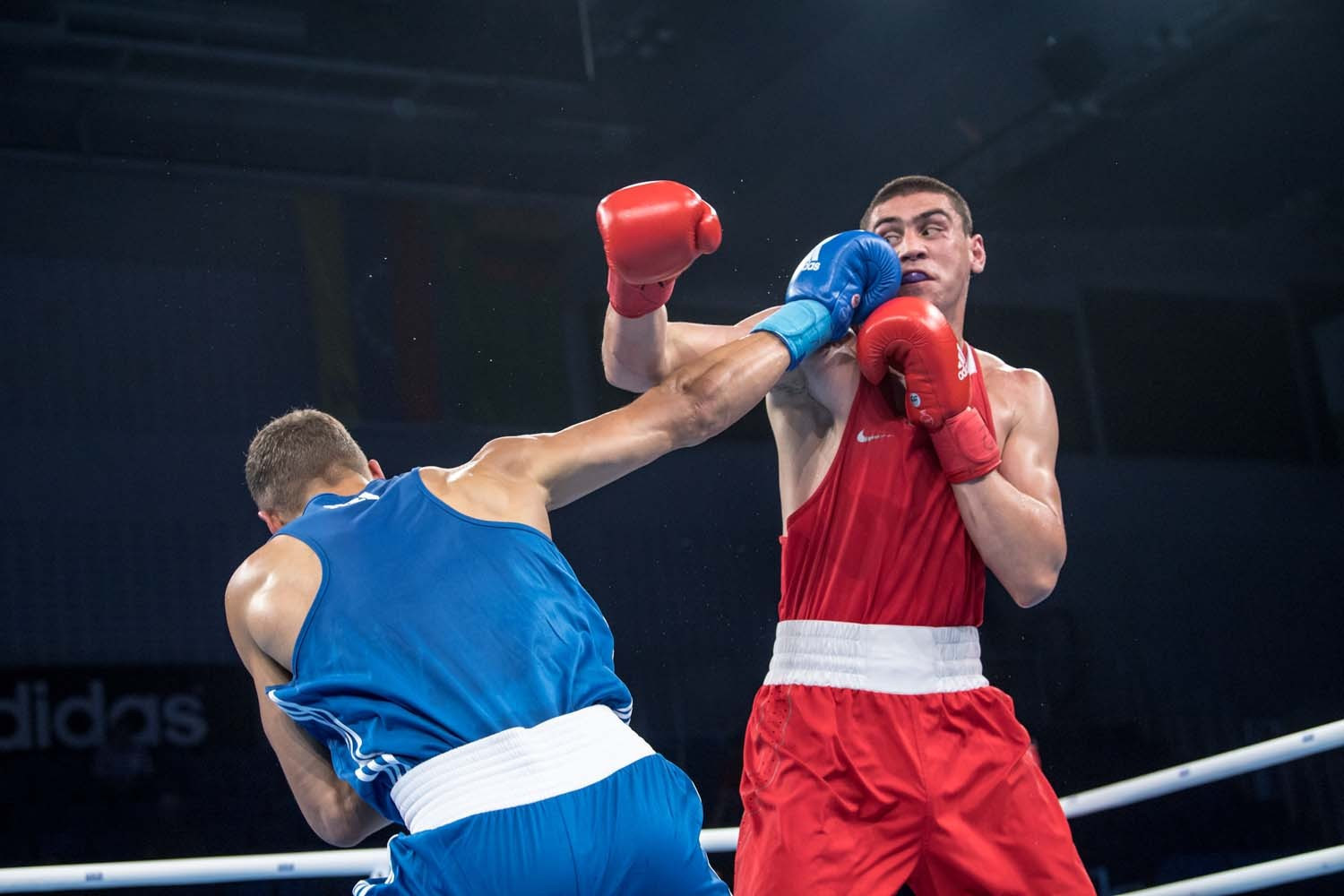 """World heavyweight champion Evgeny Tishchenko of Russia beat New Zealand's David Nyika, but his opponent questioned the decision after the fight, claiming he was the victim of a """"sick practical joke"""" ©AIBA"""
