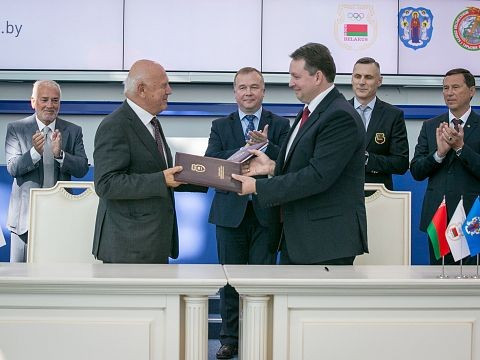 EOC acting President predicts successful European Games as Minsk 2019 Host City Contract is signed