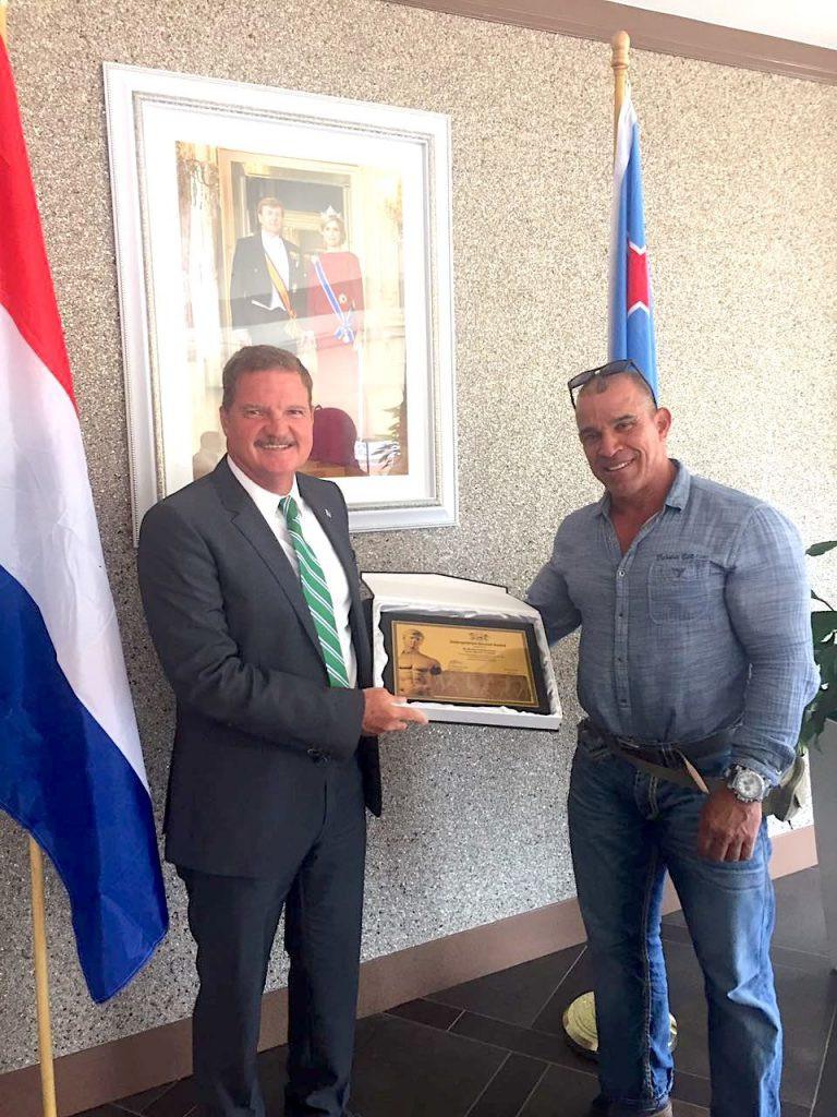 Aruba's Prime Minister receives IFBB award