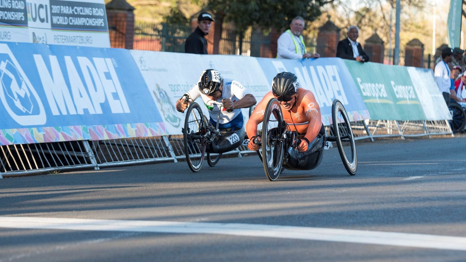 Zanardi beaten by half a wheel at UCI Para-cycling Road World Championships