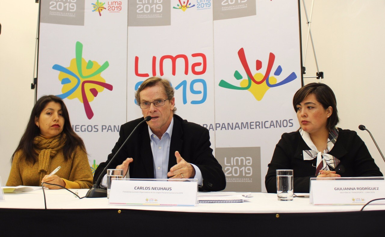 Carlos Neuhaus speaking alongside other Lima officials when announcing the construction contract ©Lima 2019