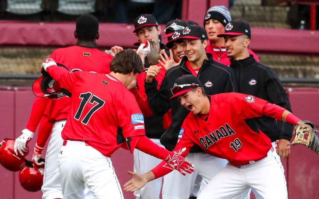 Canada kept their hopes of making the Super Round alive ©WBSC