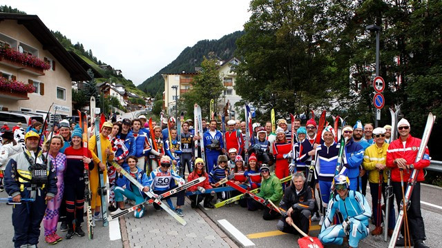 Local people and visitors at the celebrations in Val Gardena in South Tyrol ©FIS