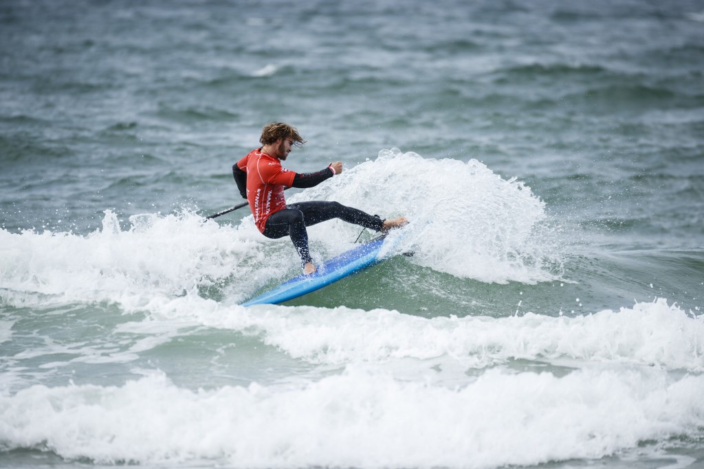 Surfers battle challening conditions at ISA World SUP and Paddleboard Championship