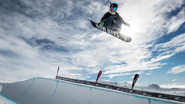 Americans shine at FIS Snowboard Halfpipe World Cup in Cardrona