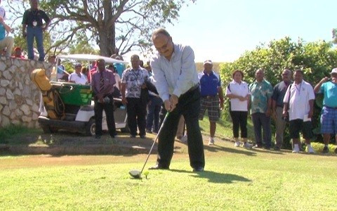 Toyota bus is prize in Papua New Guinea Olympic Committee Prime Minister's Golf Challenge