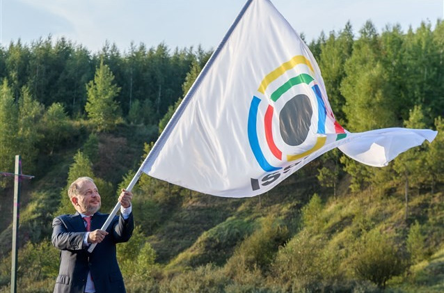 The ISSF flag is raised at the Closing Ceremony of the Shotgun World Championships held at the Fox Lodge Shooting Range in Moscow where Italy finished top with 17 medals from 22 events ©Getty Images