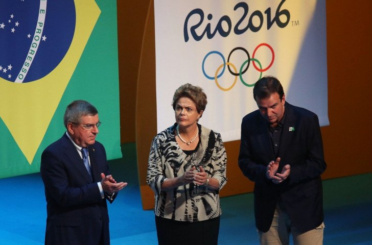Dilma Rousseff flanked by Thomas Bach and Rio Mayor Eduardo Paes during the Ceremony ©Getty Images