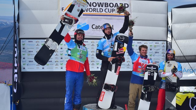 Australia's Alex Pullin, second from left, recorded a second victory in as many days ©FIS