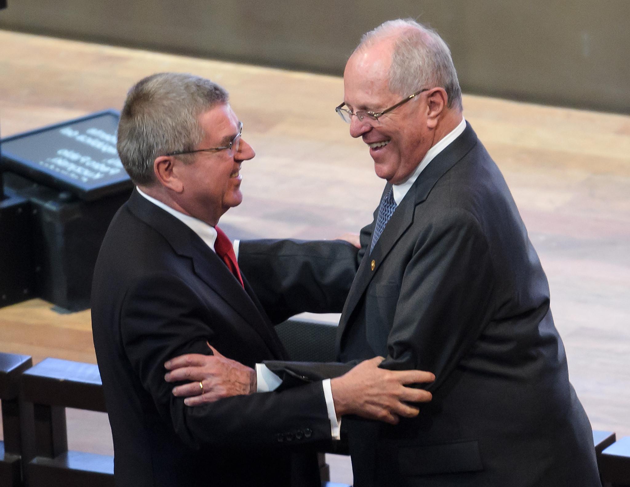 Thomas Bach, left, alongside Peruvian President Pedro Pablo Kuczynski ©Getty Images