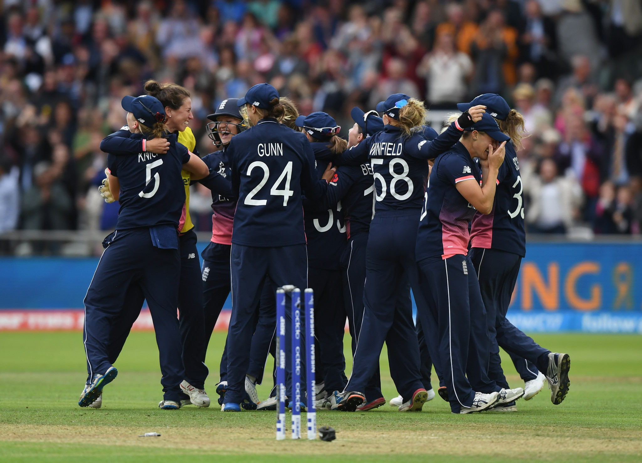 Kia will continue their sponsorship of the England women's team ©Getty Images