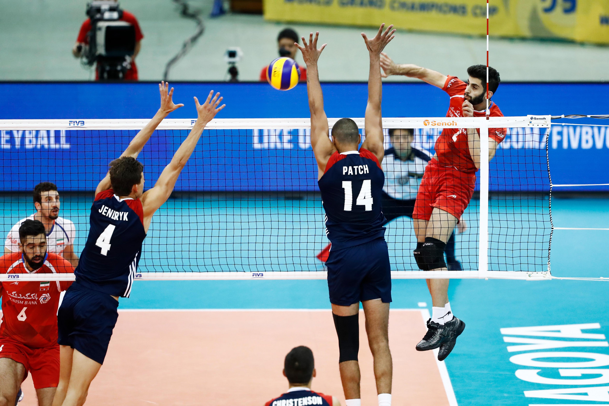 Iran battled back from two sets down to beat the United States ©FIVB
