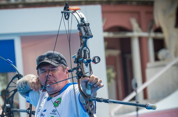 Italy's Alerto Simonelli, defending champion in the open men's compound at the World Archery Para Championships in Beijing, got off to a sound rather than spectacular start on the opening day's ranking competition ©WorldArchery