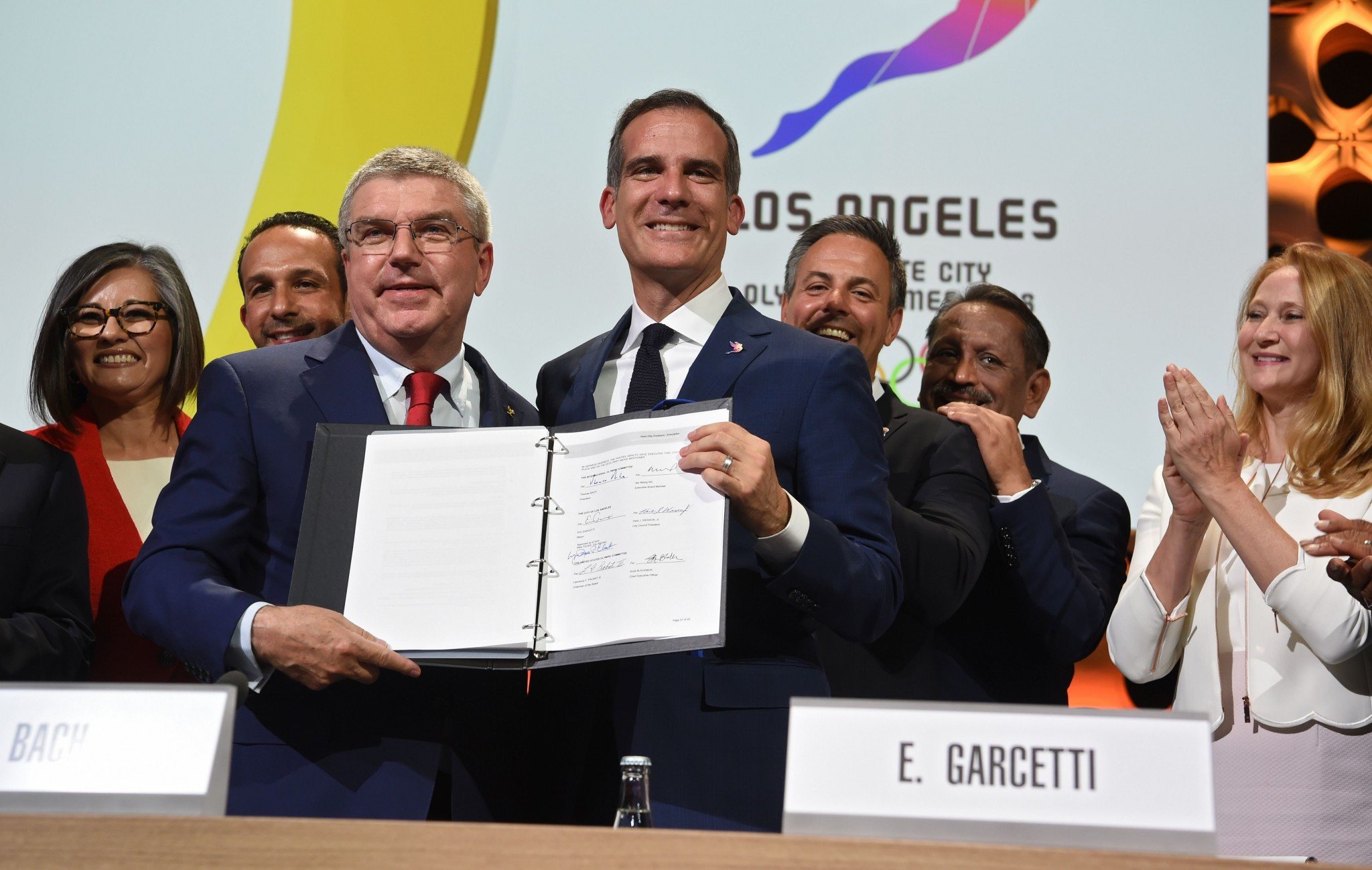 Los Angeles Mayor Eric Garcetti posed with the signed host city contract for 2028 ©Getty Images