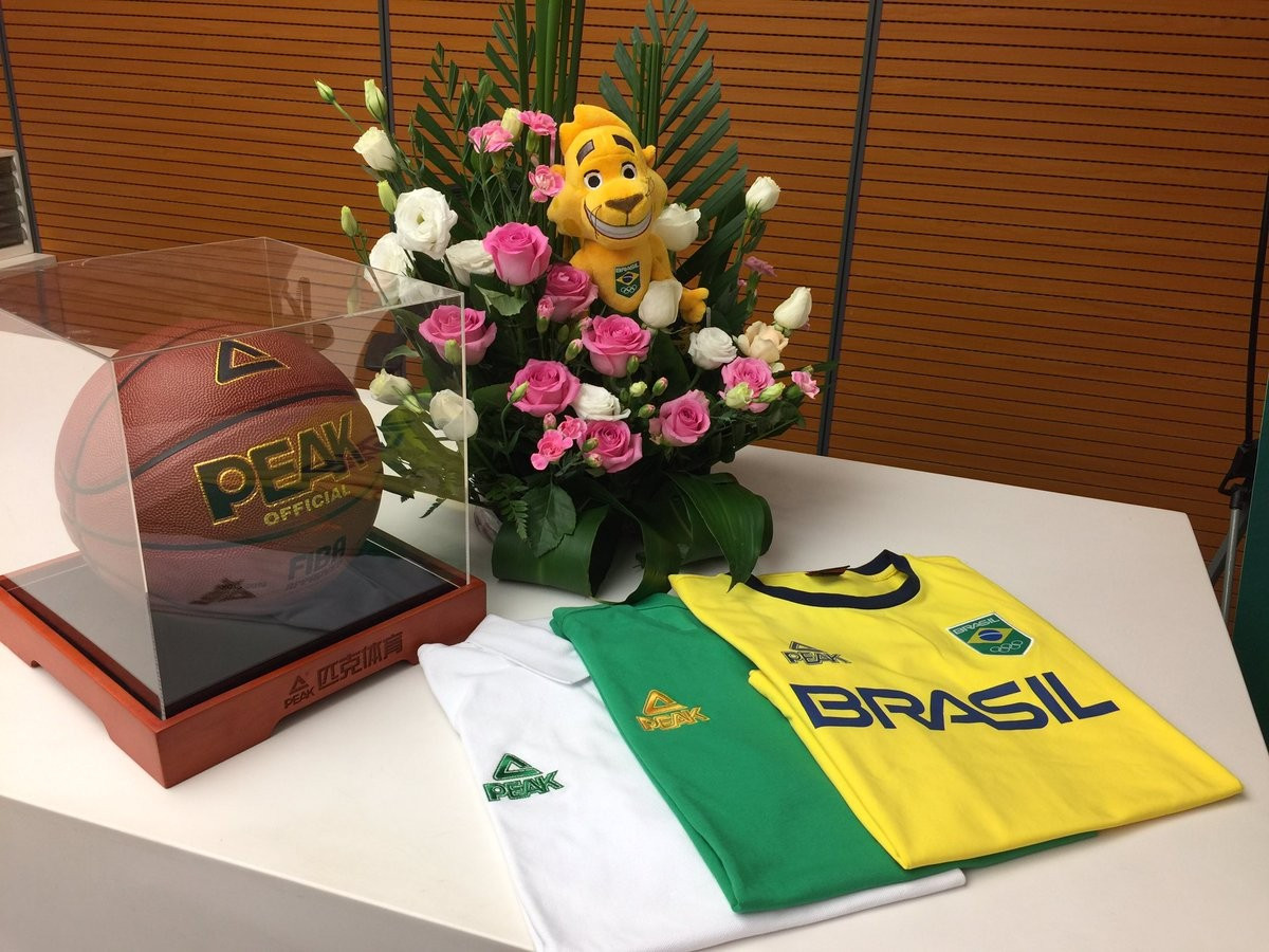 Some products were unveiled during the signing ceremony ©Peak Sports/Twitter