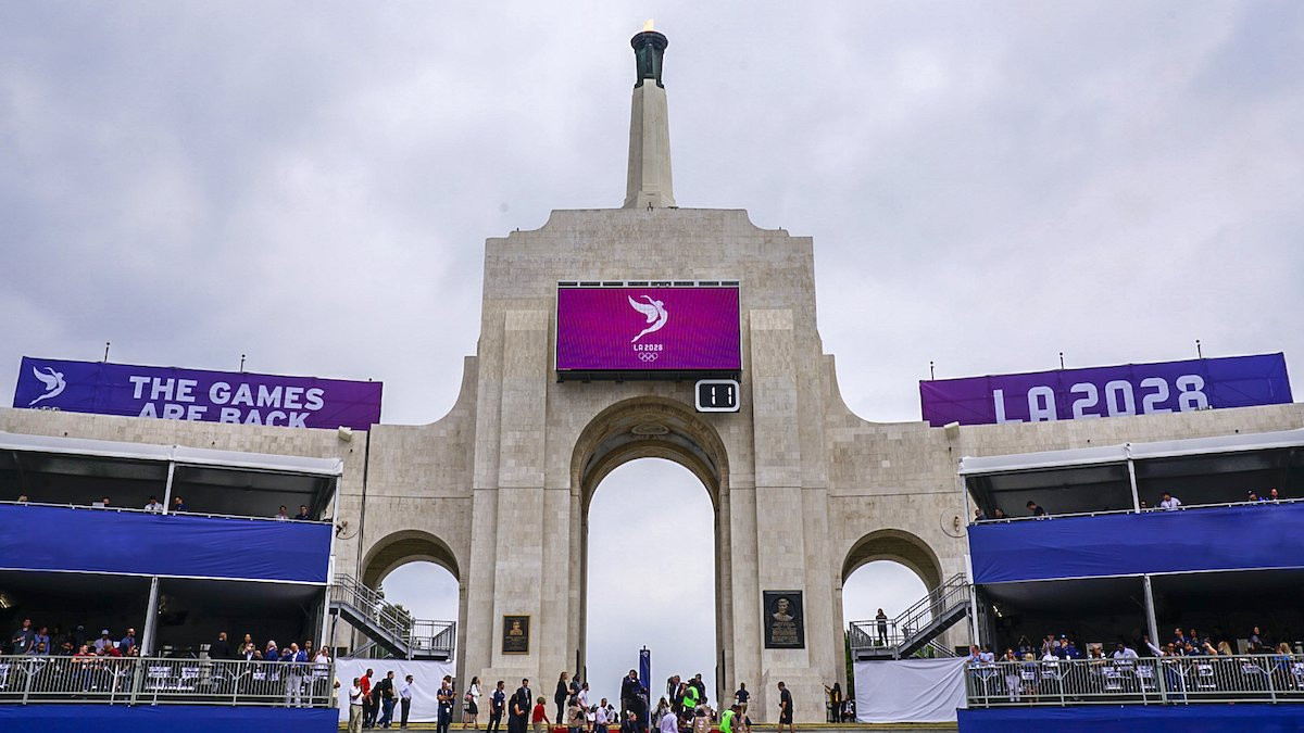 IOC President Thomas Bach joined Rafer Johnson to light the Olympic cauldron at the Los Angeles Memorial Coliseum before the start of the NFL match between LA Rams and Washington Redskins ©Twitter