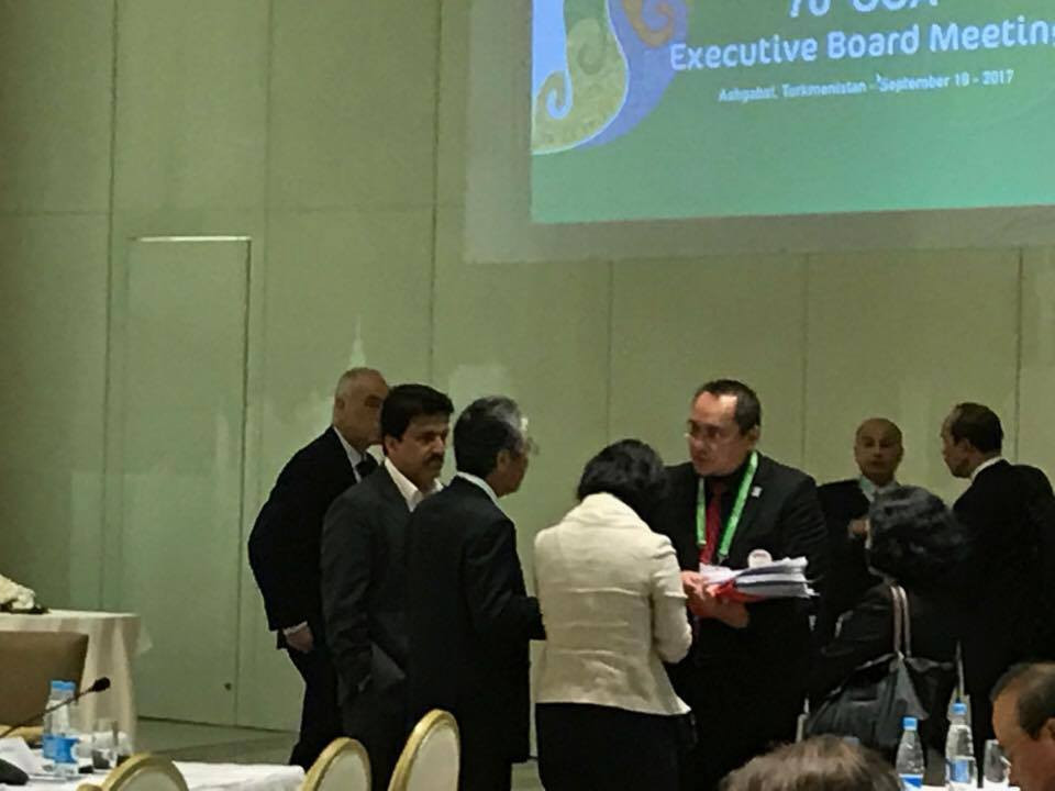 Discussions continued into the coffee break during today's OCA Executive Board meeting ©ITG