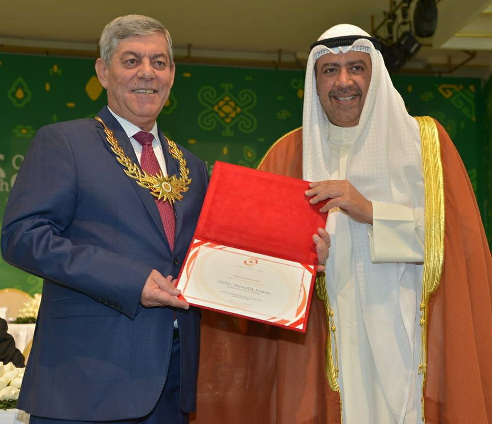 Syrian Olympic Committee President Mowaffak Joumaa received an OCA Merit Award from Sheikh Ahmad Al-Fahad Al-Sabah ©OCA