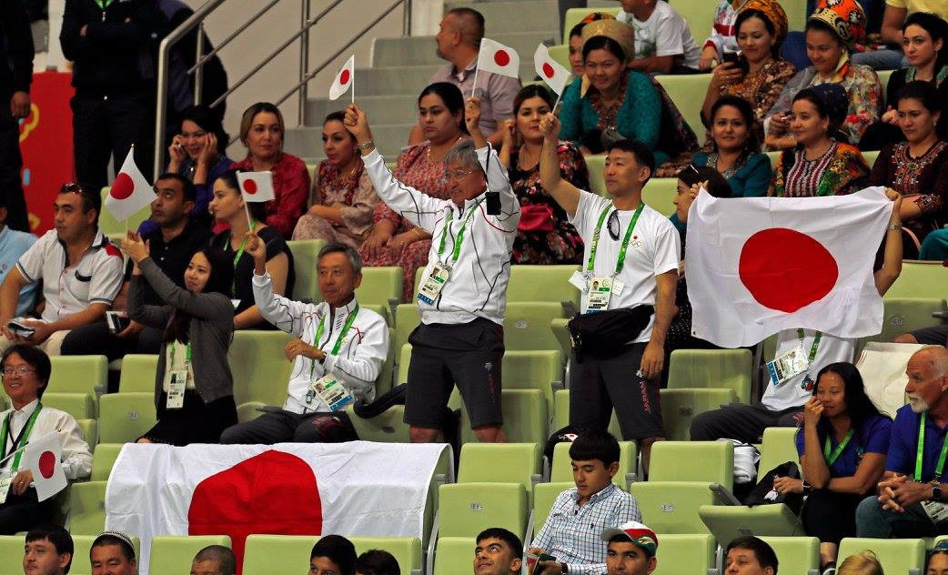 Japanese supporters cheer during the futsal match ©Ashgabat 2017