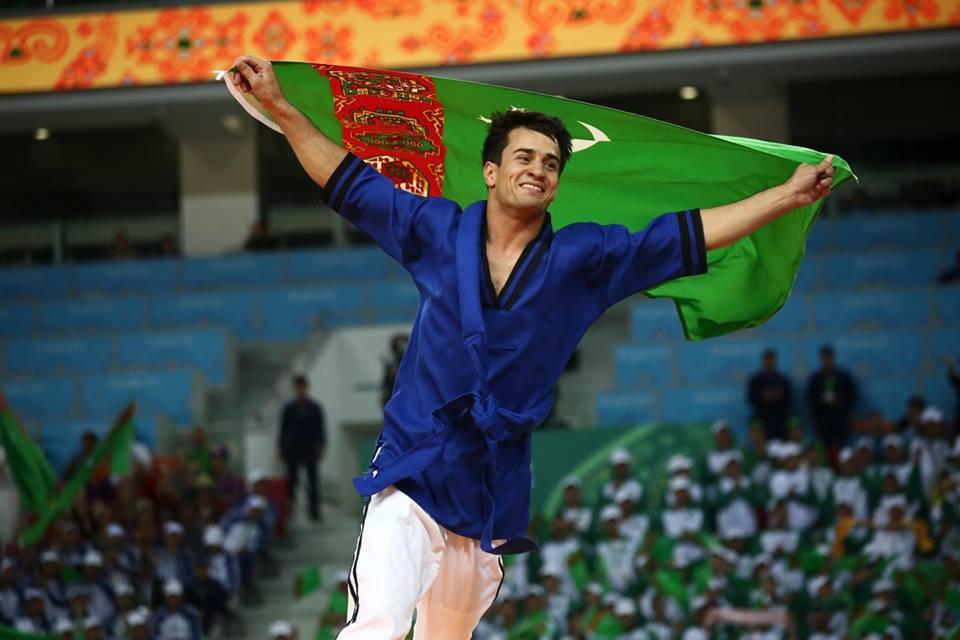 Medet Hallygurbanow celebrates a home belt wrestling gold in the under 60kg division ©Ashgabat 2017