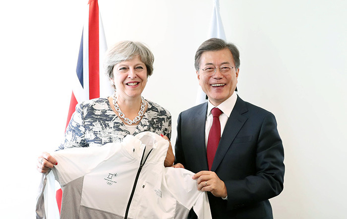 British Prime Minister Theresa May was presented with a Pyeongchang 2018 uniform ©Korean Government