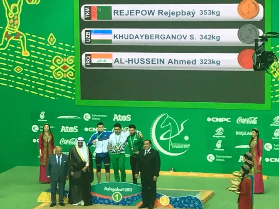Sheikh Ahmad Al-Fahad Al-Sabah and Tamas Ajan presented the men's weightlifting medals ©ITG