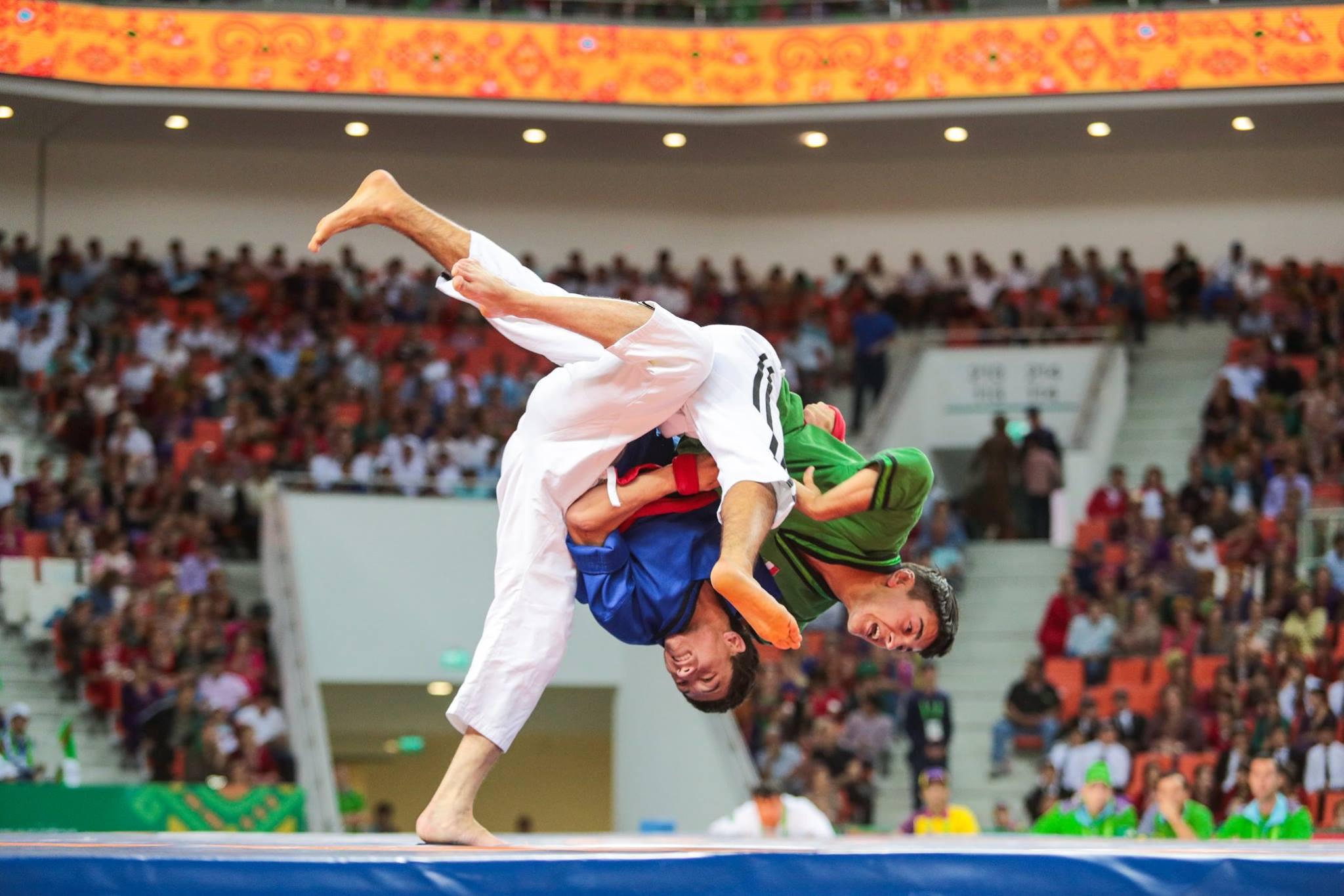 Turkmenistan's Tirkisgeldi Aýazow beat Tajikistan's Mehrzod Sufiev on his way to claiming the men's alysh free under 60 kilograms title in belt wrestling ©Ashgabat 2017/Facebook