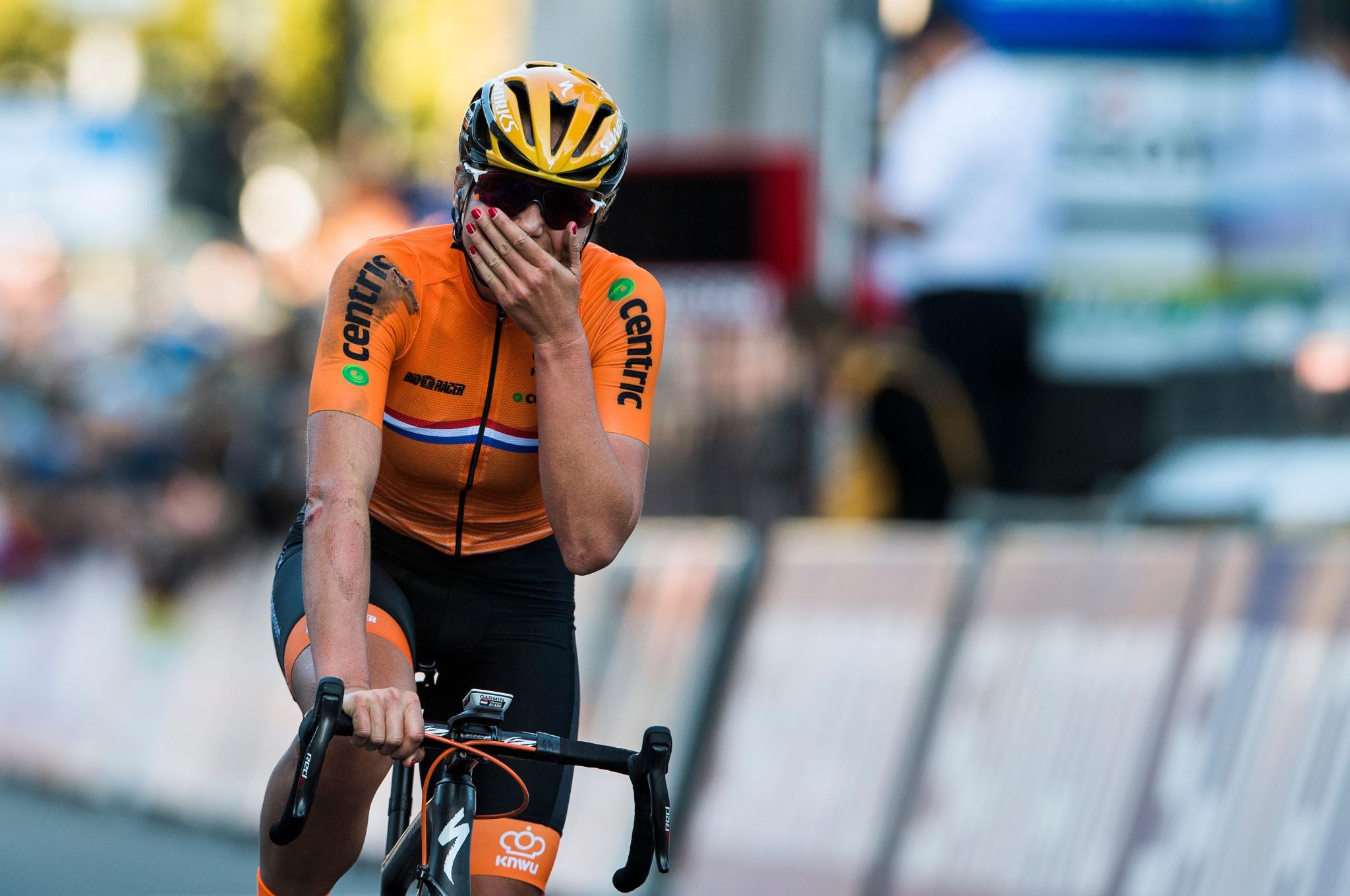 Blaak breaks clear to win women's elite title at UCI Road World Championships