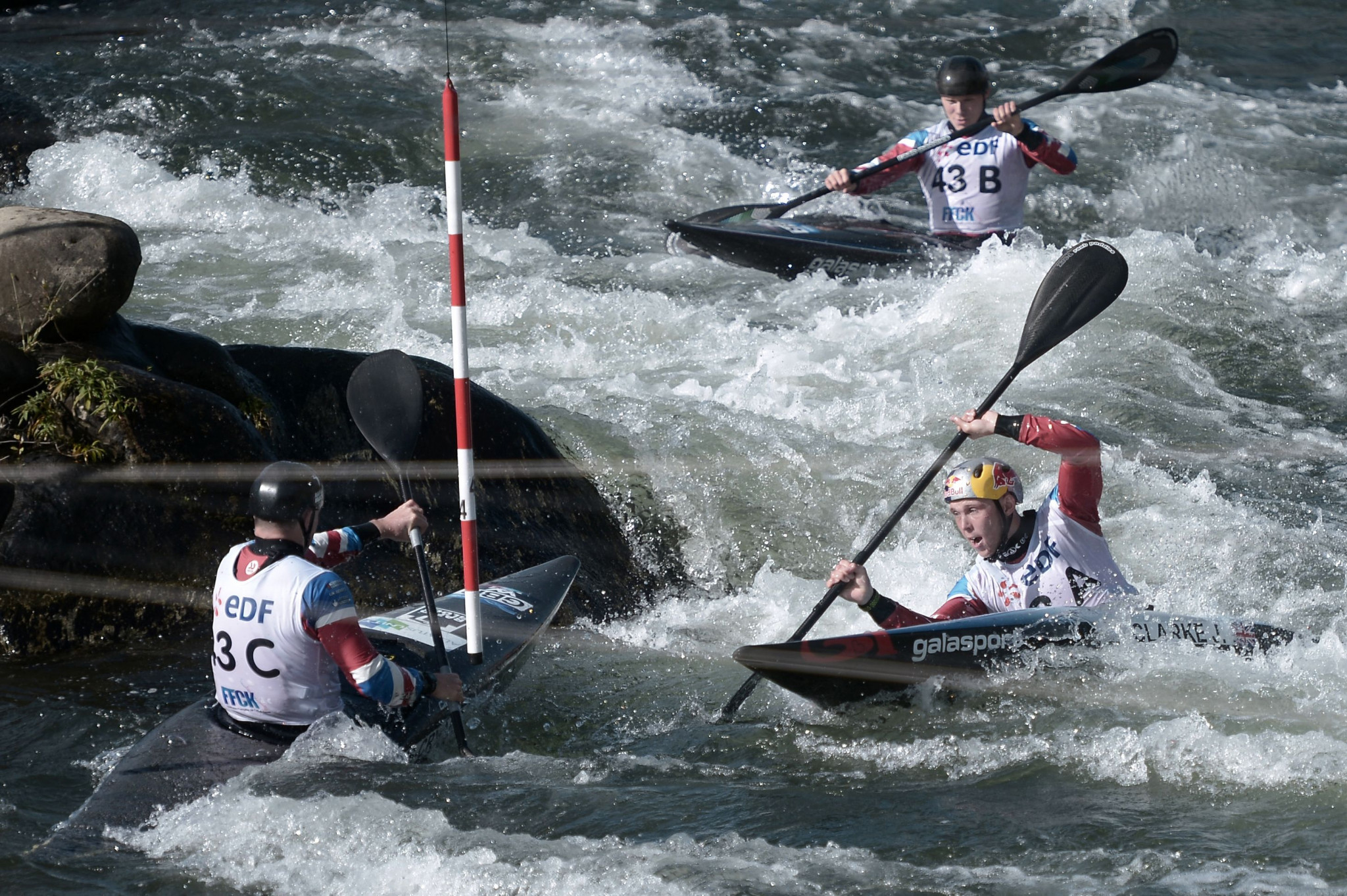 Action got underway at the Canoe Slalom World Championships with four team events in Pau ©Getty Images