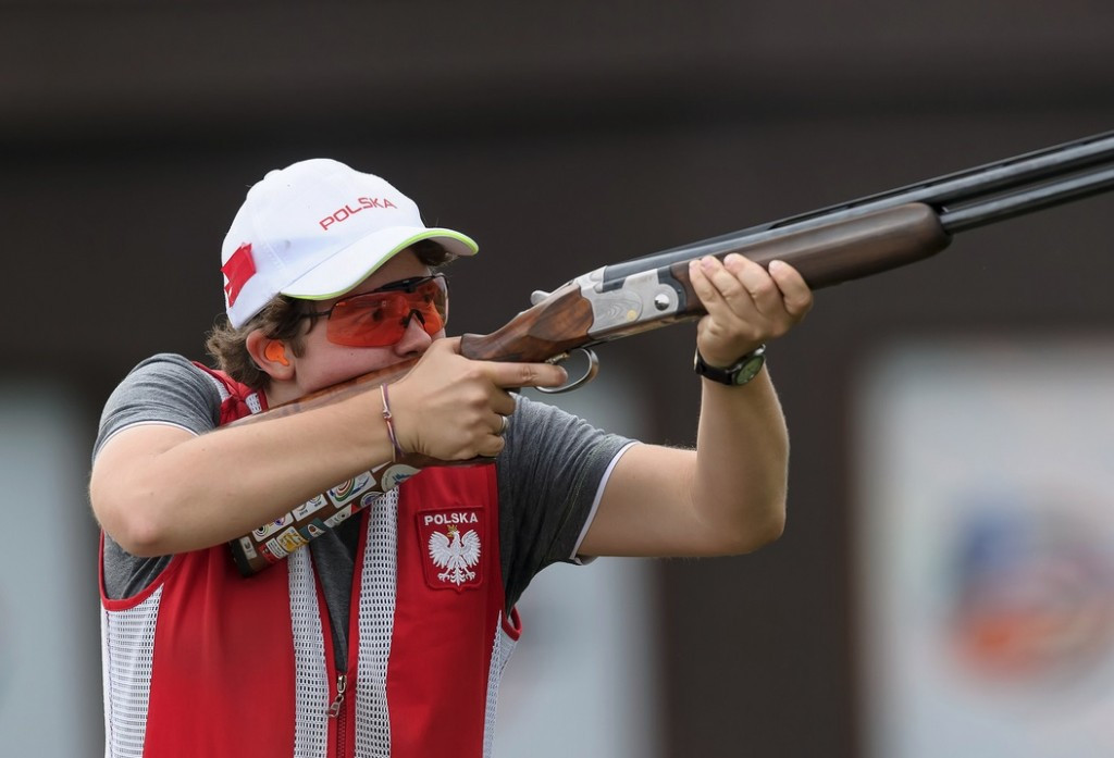 Aleksandra Jarmolinska of Poland equalled the world record by shooting 75 out of 75 targets in the qualification round