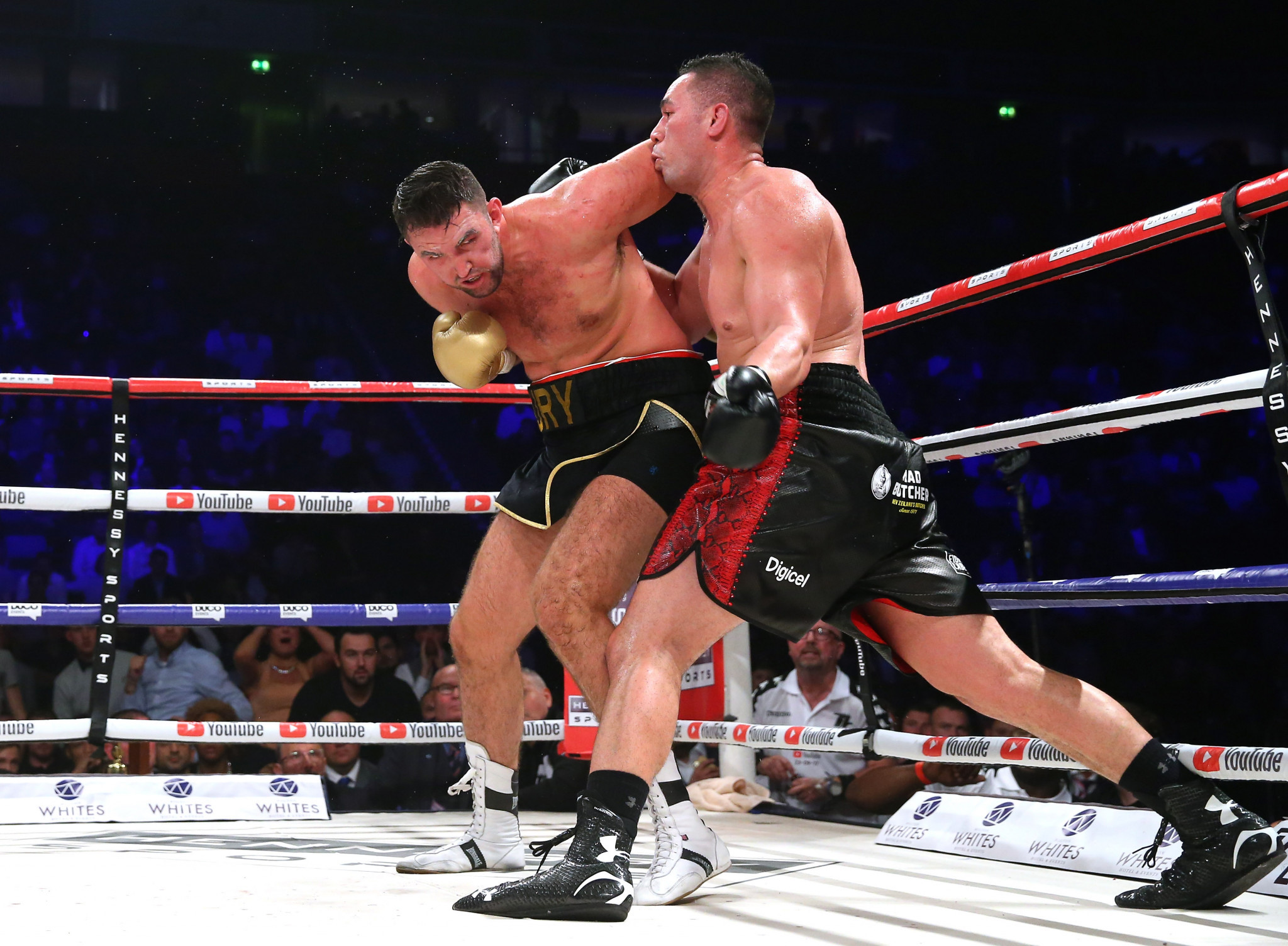 The fight between Joseph Parker, right, and Hughie Fury led to criticism of judging ©Getty Images