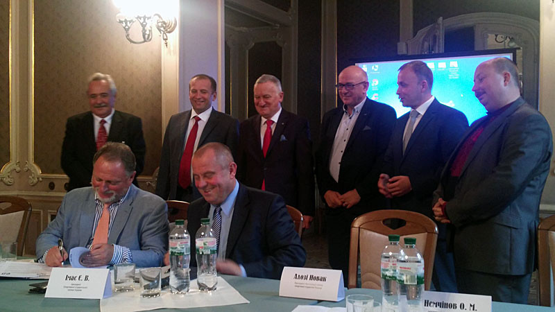 The Polish Student Sport Union and the Sports Students Union of Ukraine penned a deal during the visit ©FISU