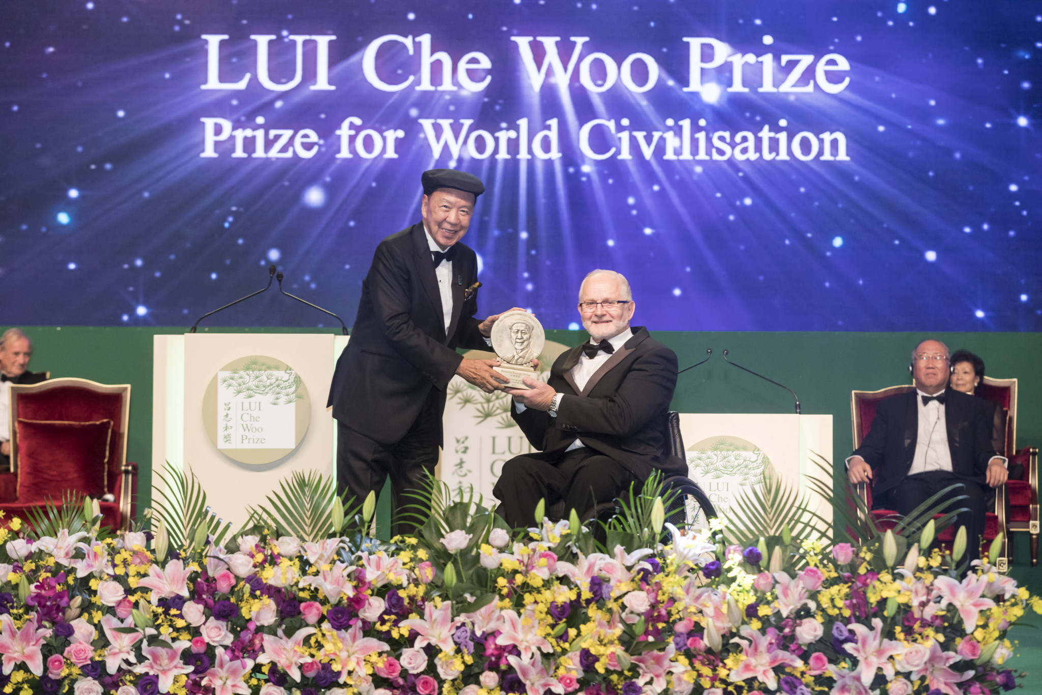 Former IPC President Sir Philip receives LUI Che Woo Prize