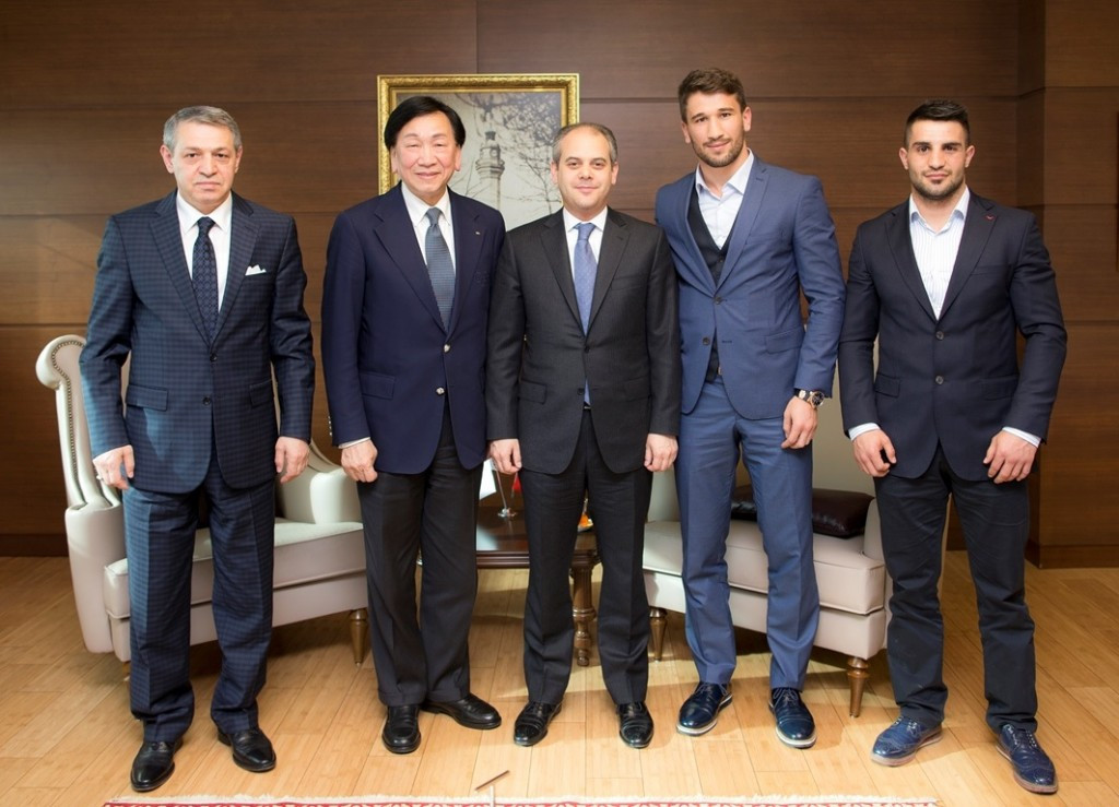 AIBA and Turkey sign hosting agreement for European Rio 2016 qualification event in Istanbul