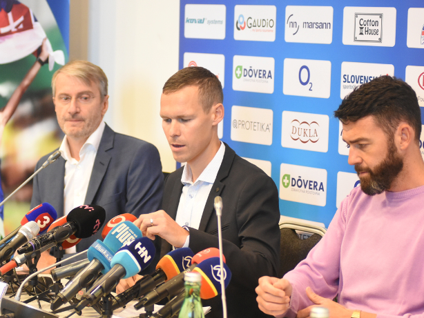 Matej Tóth addresses the Slovakian media after it had been announced he had been cleared of doping ©SAZ