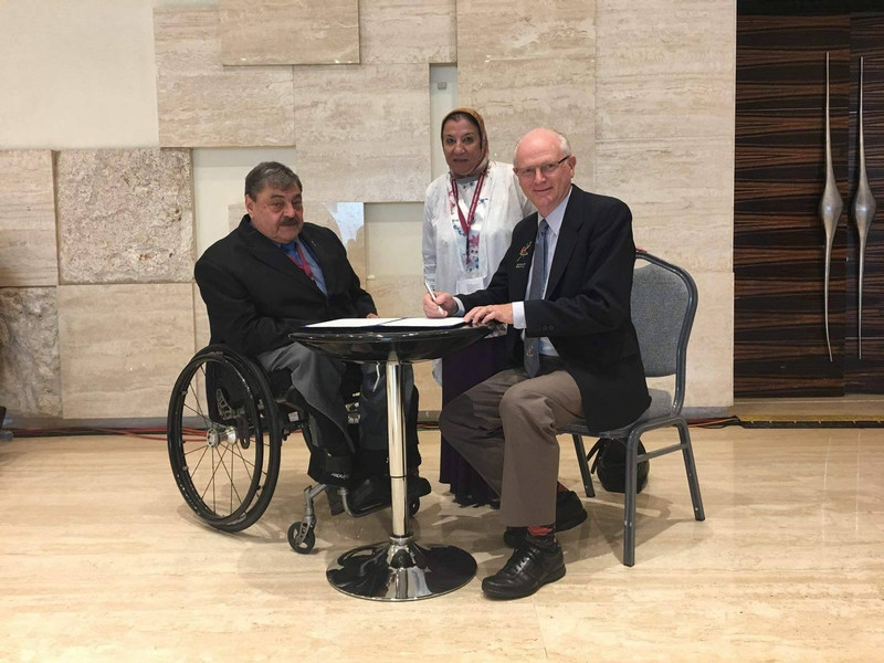 IWAS President Paul DePace, left, and his World ParaVolley equivalent Barry Couzner, right, signed the agreement at a meeting in Abu Dhabi ©IWAS