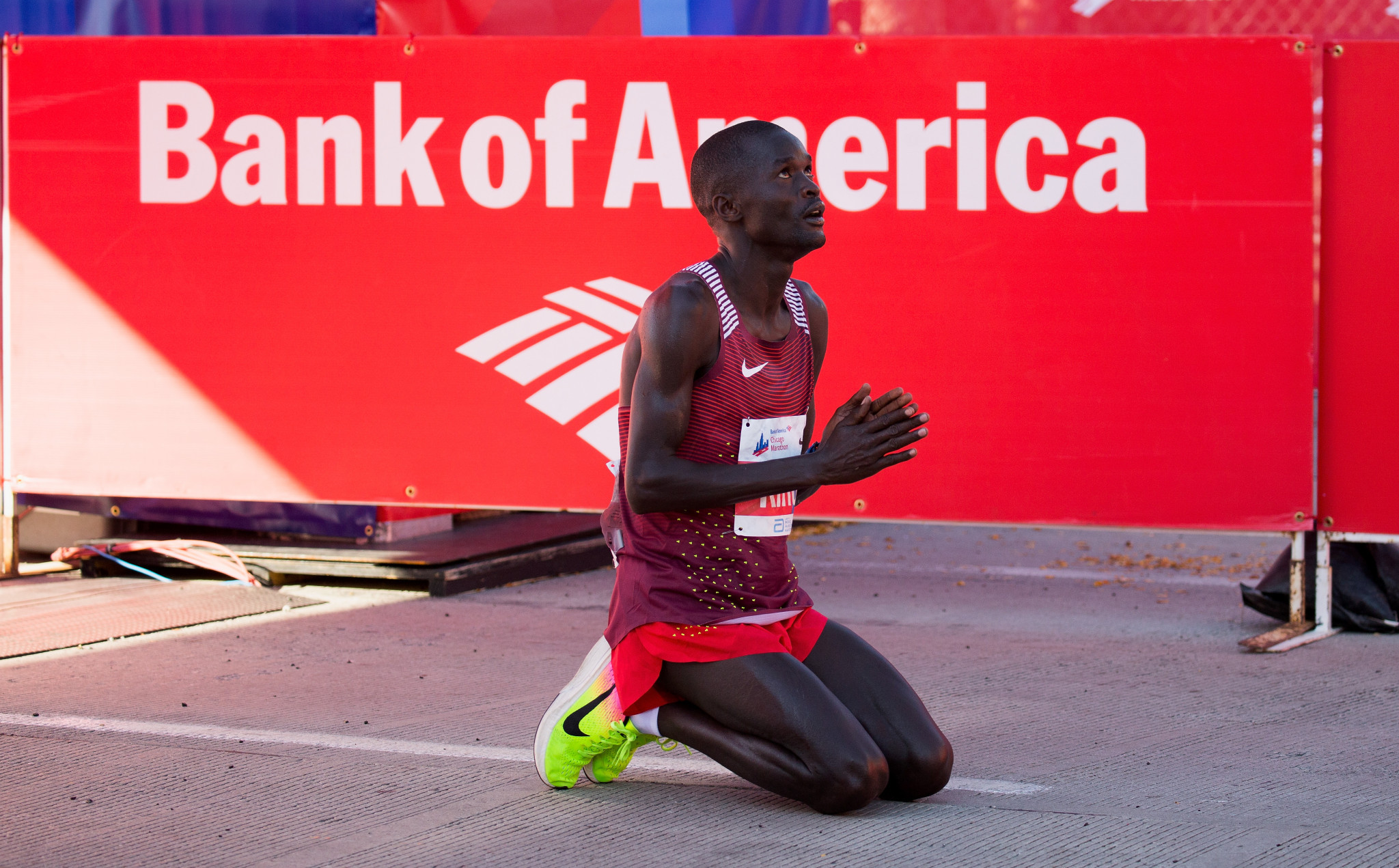 Tirunesh Dibaba dominates, Galen Rupp ends drought at Chicago Marathon