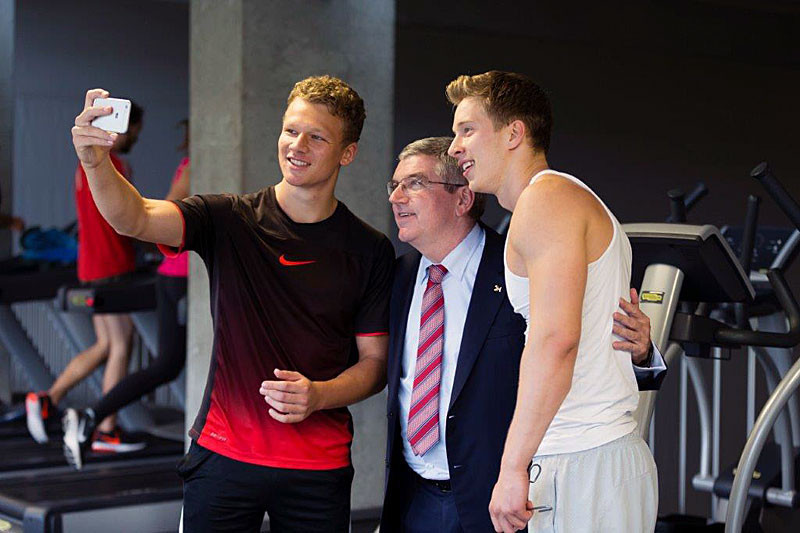 Student athletes pose for selfies with IOC President Thomas Bach at the University of St Gallen, Switzerland  ©FISU