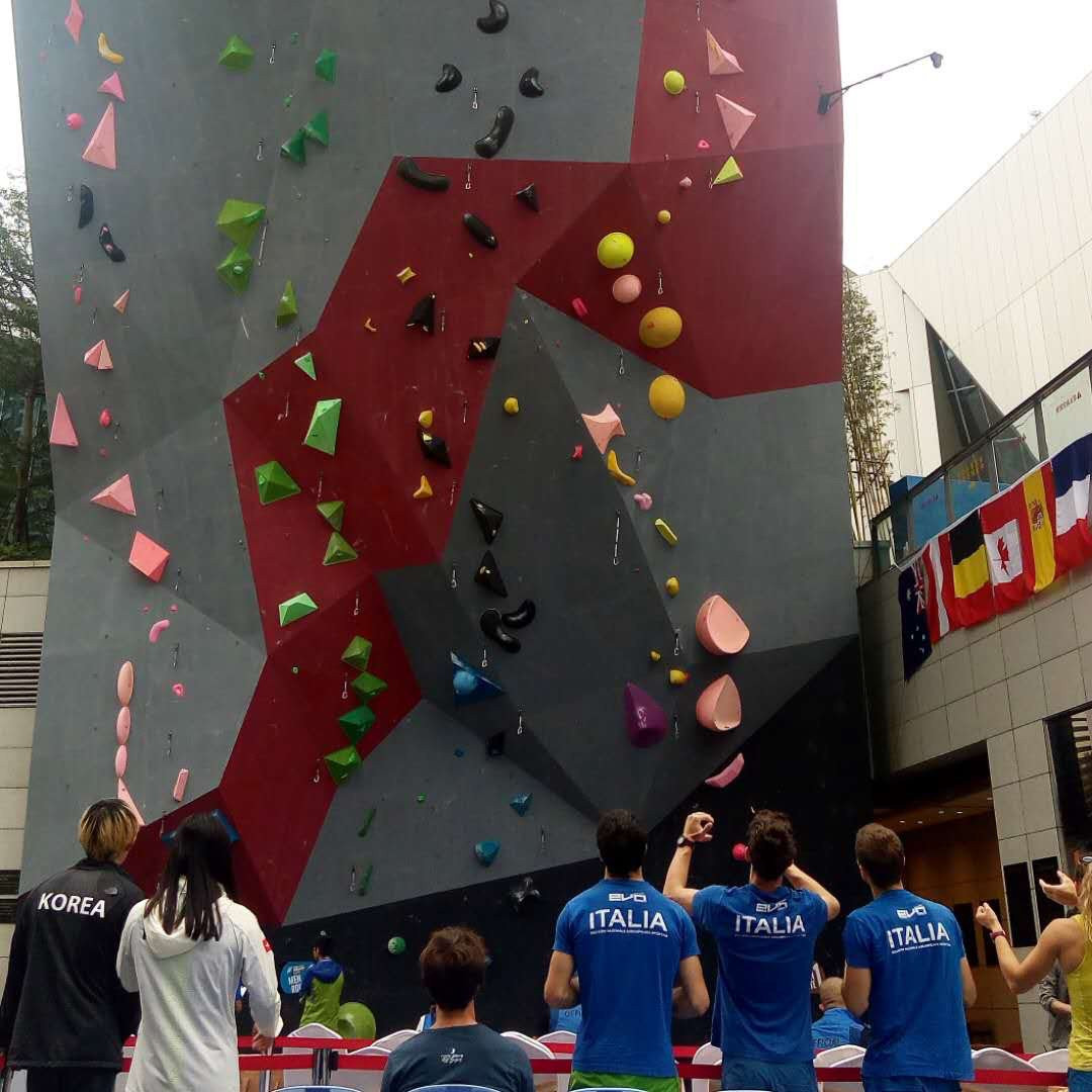 Japan dominate men's qualification as semi-finals postponed at Climbing World Cup