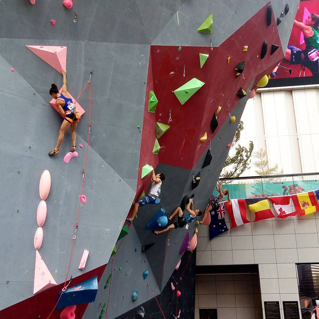 The lead semi-finals were pushed back to tomorrow due to heavy rain ©IFSC