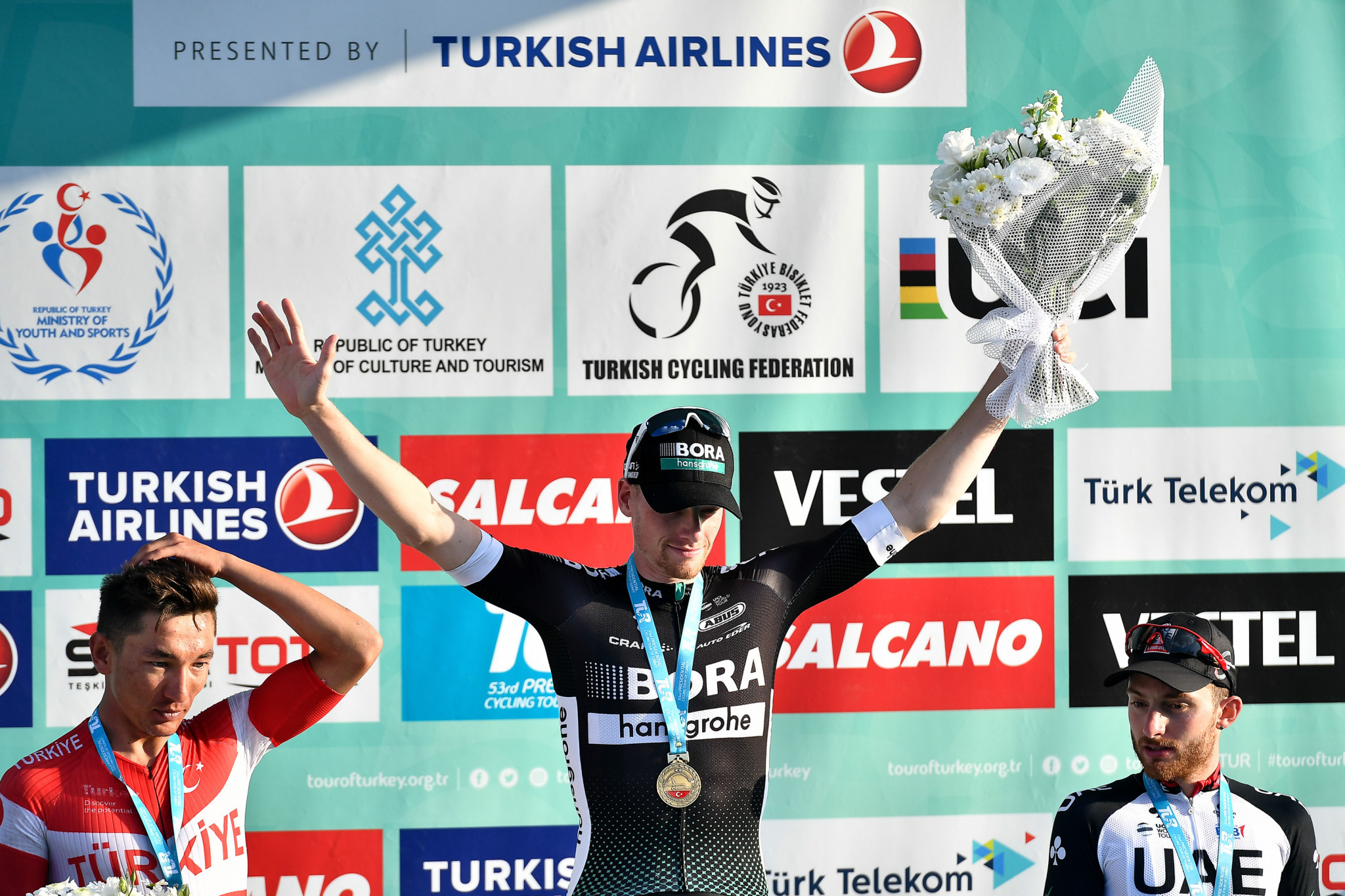 Bennett returns to top of podium at Tour of Turkey
