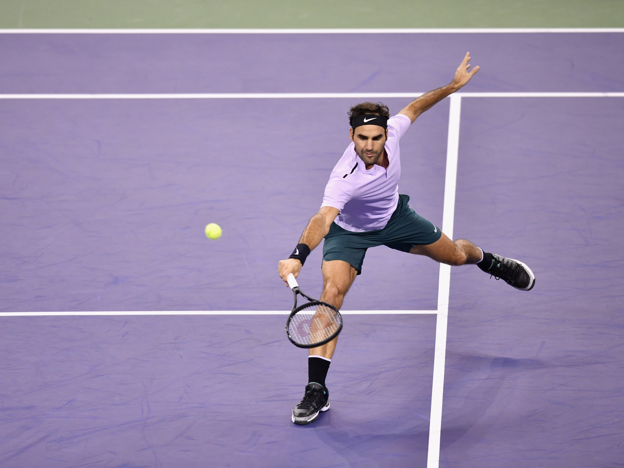 Roger Federer produced a superb display to beat Rafael Nadal and win the Shanghai Masters ©Getty Images