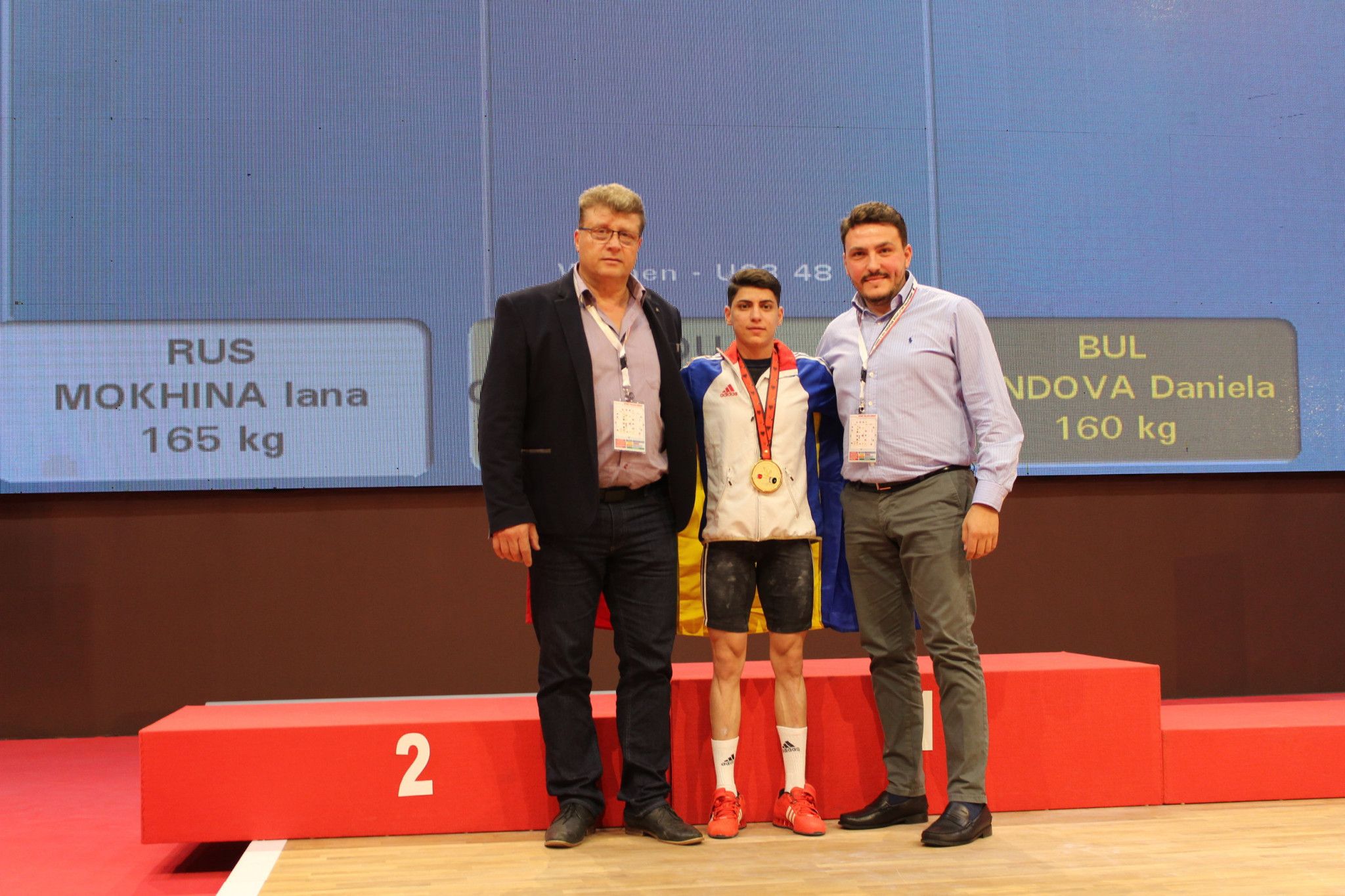 Nicu Vlad, a Romanian weightlifting legend, left, with today's gold medallist Monica Csengeri and Alex Padure, secretary general of the Romanian Weightlifting Federation, right ©RWF