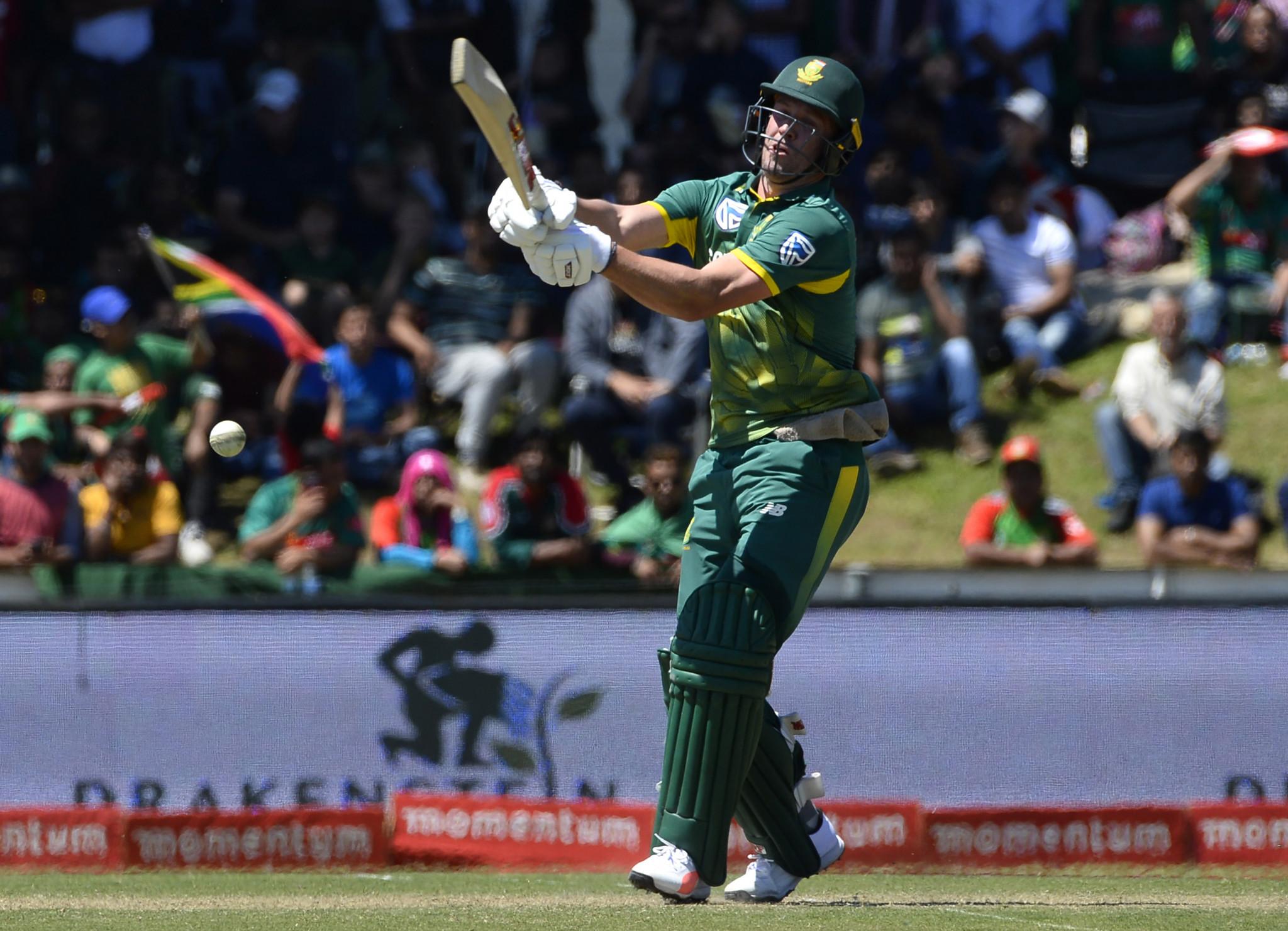 De Villiers returns to top of ICC ODI batting rankings