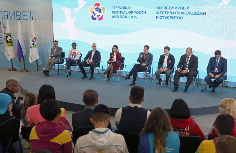 Oleg Matytsin, third from left, with the other panellists ©FISU