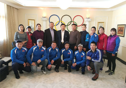 """MNOC President Demchigjav Zagdsuren has welcomed a delegation from Arkhangai Province's """"Mexico City 1968"""" Olympic Council to Olympic House in Ulaanbaatar ©OCA"""