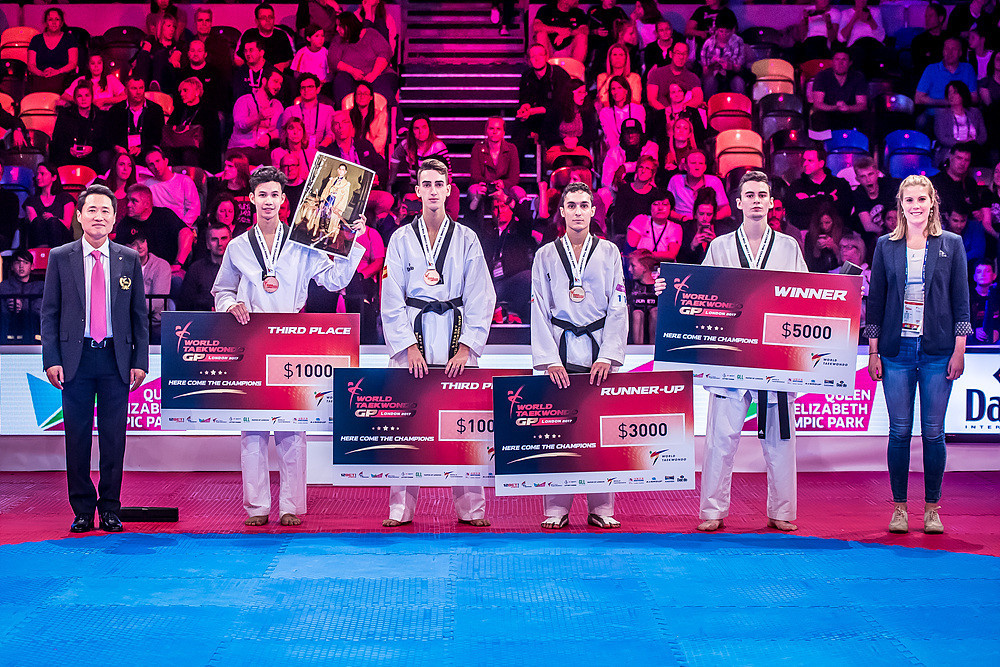 The cash prizes were a welcome addition to the medals ©World Taekwondo