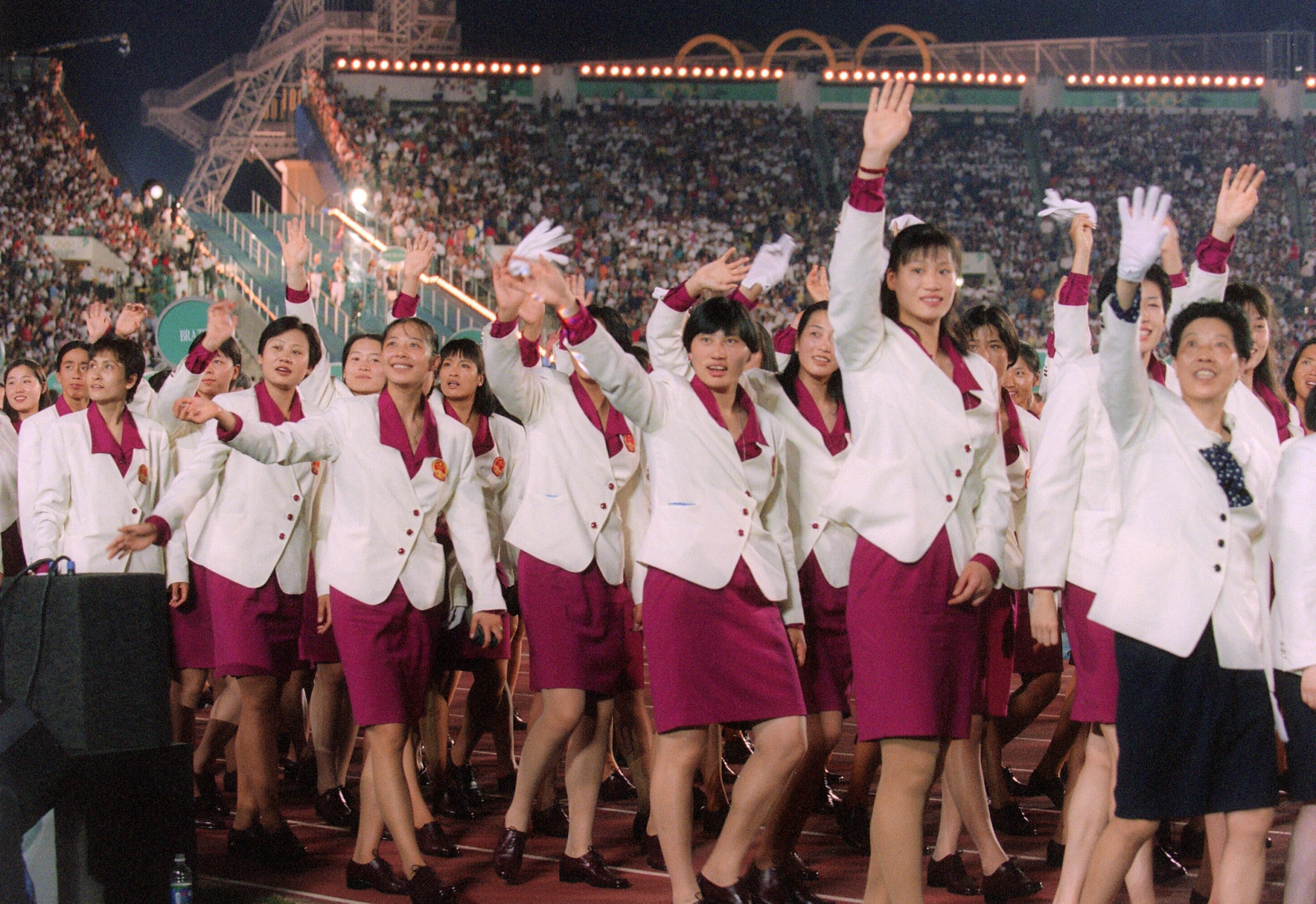Members of the Chinese Olympic team parade at the Opening Ceremony of Atlanta 1996 ©Getty Images